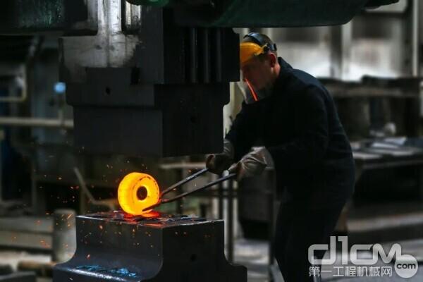 钢材价格猛涨,对爬架行业冲击几何?