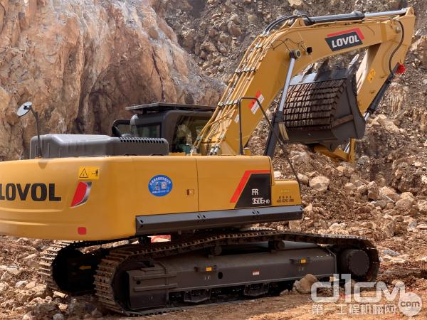 雷沃FR350E2-HD挖掘机