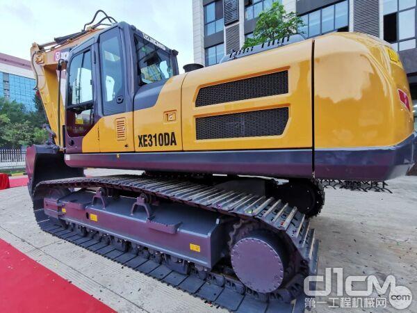 适应大土方工况、效率更高、配置更高的XE310DA