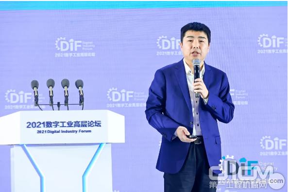 徐工信息CEO张启亮发表《汉云工业互联网赋能企业数字化转型》主题演讲