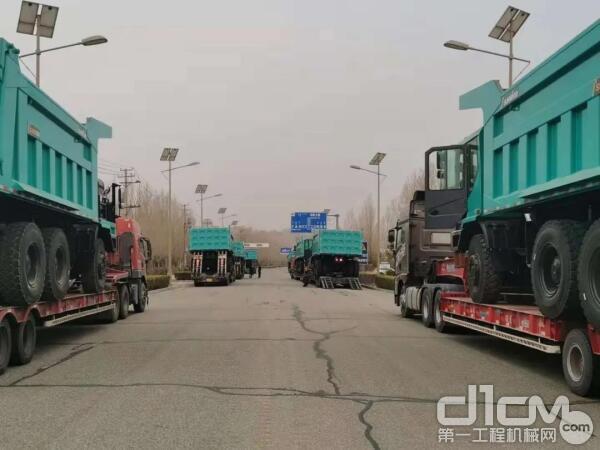 山河智能首批自主研发的矿用卡车发货