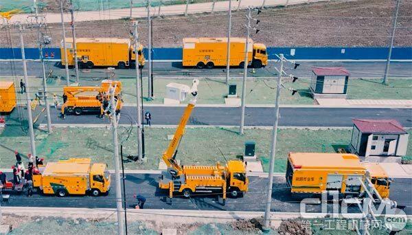 海伦哲国产顺序伸缩绝缘斗臂车、旁路布缆车、移动环网柜车展示