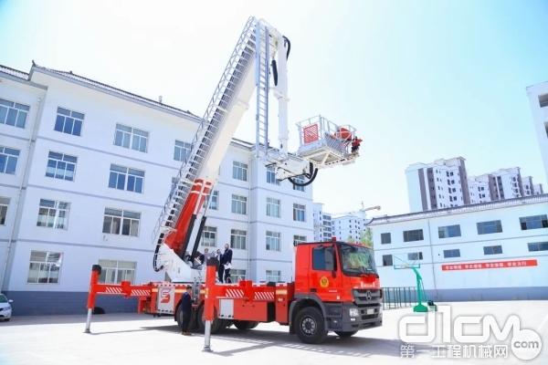 消防车臂架伸展测试
