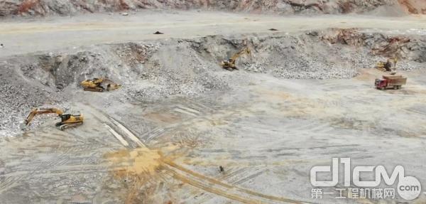 矿山上清一色的柳工挖掘机