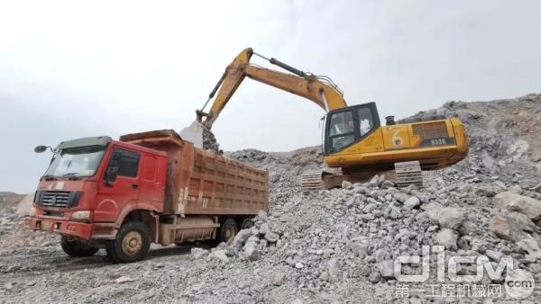 柳工挖掘机装车速度快,施工更高效