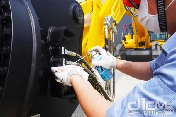 清理残油,检测油管密封