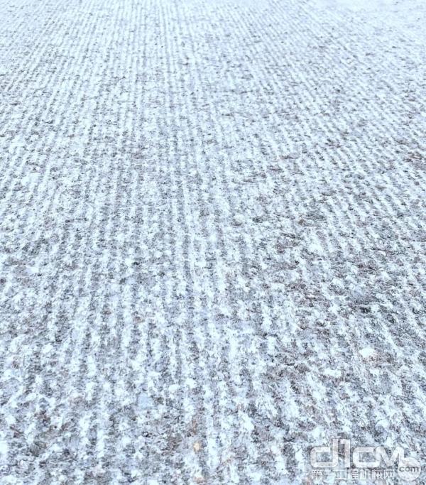 精铣刨后的路面花纹较密集