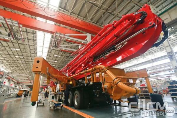 正在生产的三一66米<a href=http://product.d1cm.com/bengche/ target=_blank>泵车</a>