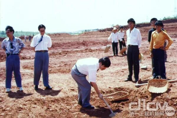 向文波为三一重工星沙产业园奠基培土