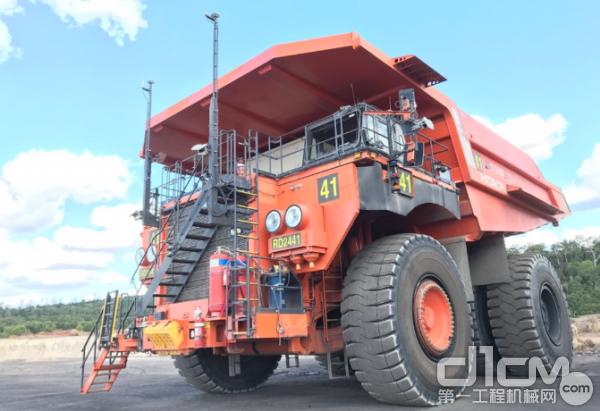 日立EH5000AC-3无人驾驶矿用卡车