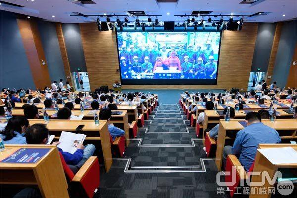 研发技术人才齐聚柳工技术创新大会
