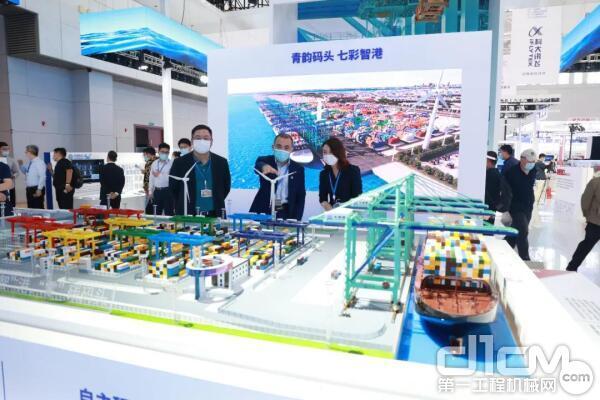 徐工展示了智慧港口、智慧环卫、汉云平台等助力现代城市数字化建设和管理的应用成果