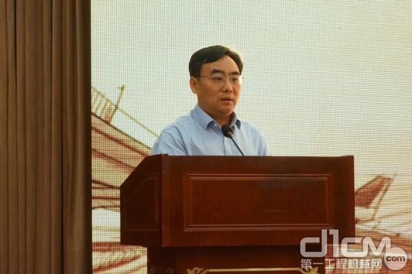 山东临工总经理文德刚表示,临工愿意带动工程机械产业链上各合作伙伴实现共赢