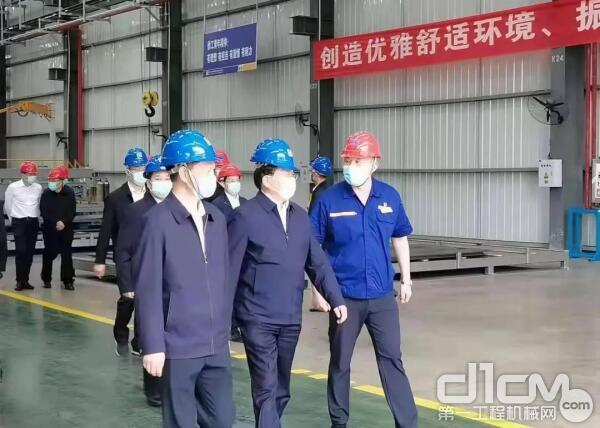 王忠林一行对徐工湖北公司近三年的高质量发展给予了高度评价