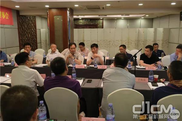 混凝土制品机械分会四届一次理事会在厦门召开