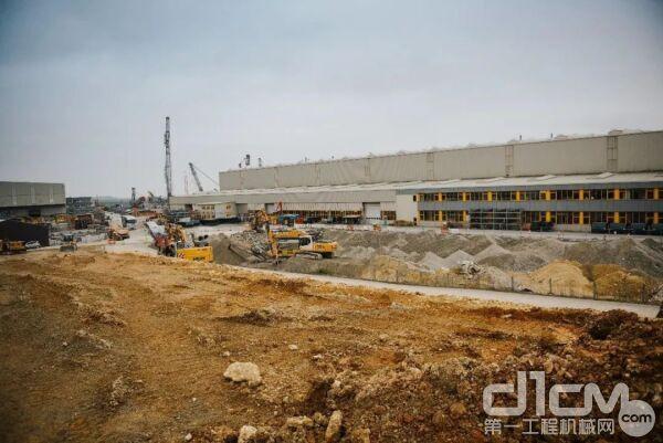 新生产仓库重新布置管道的工作正在加速进行中