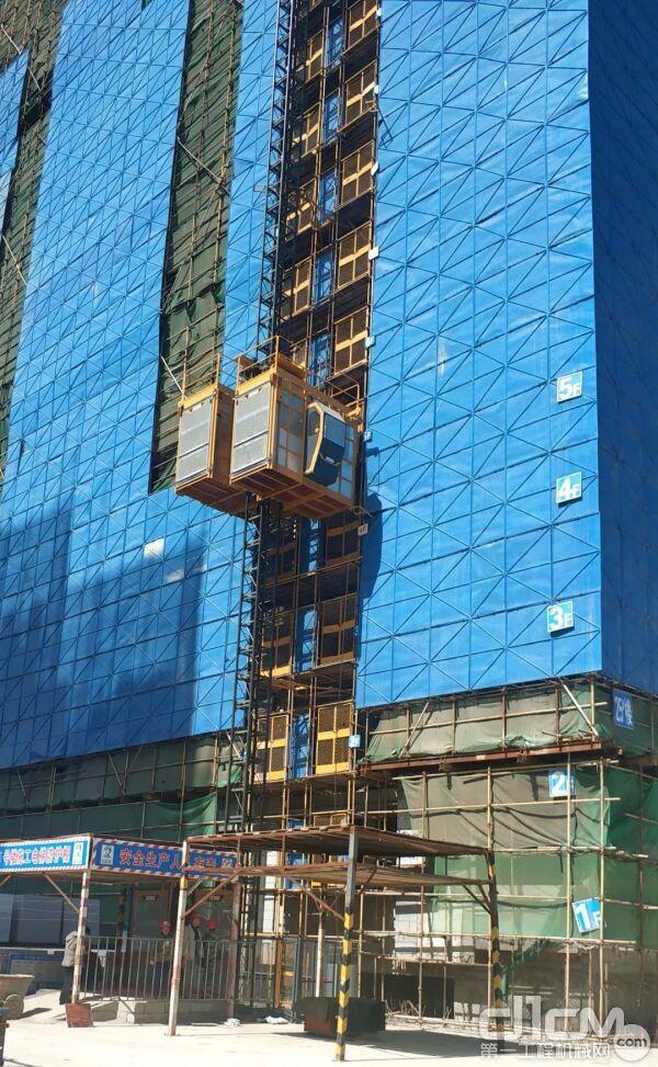 在住宅、高层建筑、桥梁等多种工况都有徐工施工升降机产品的身影