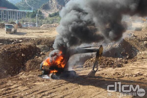 挖掘机如何预防火灾?