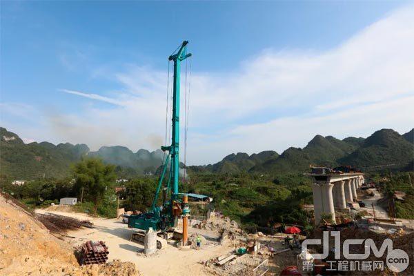 贵南高铁香福双线特大桥施工项目拍图