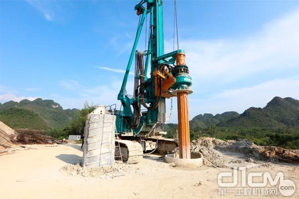 山河智能SWDM450V旋挖钻机正在现场施工