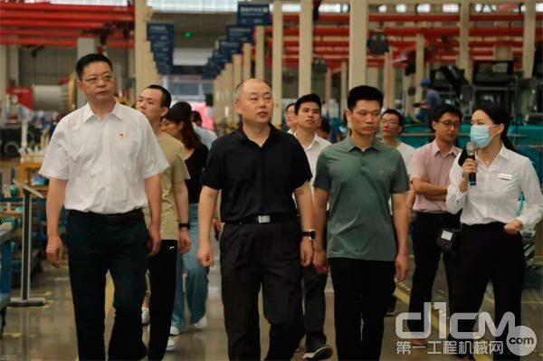 国防科技大学电子科学学院北斗团队主任孙广富、政委胡达平带队考察山河智能