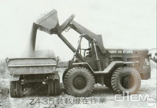 我国第一台轮式装载机