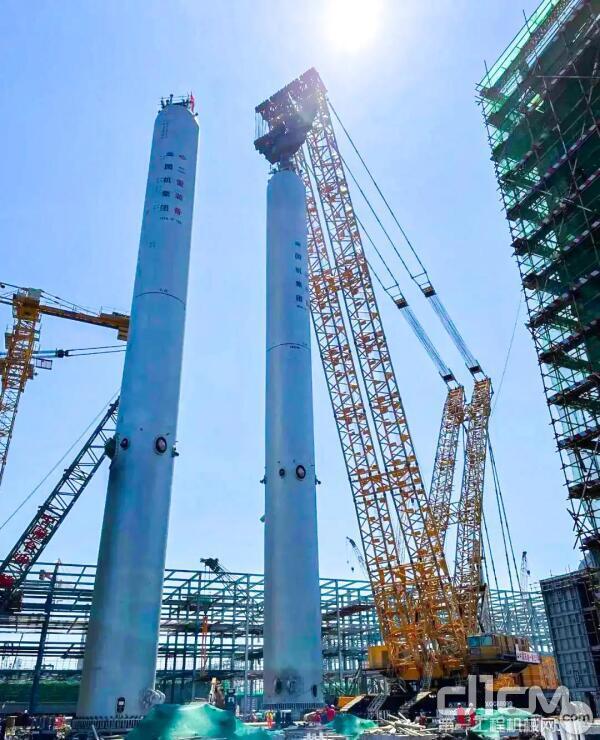 徐工XGC88000吊装盛虹炼化一体化项目第一加氢反应器