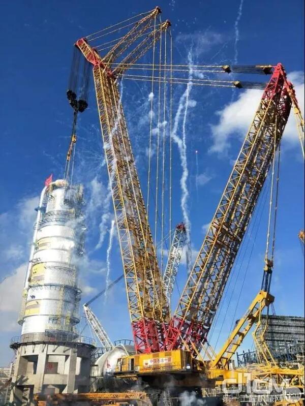 徐工XGC88000吊装广东石化一体化项目乙烯装置急冷油塔