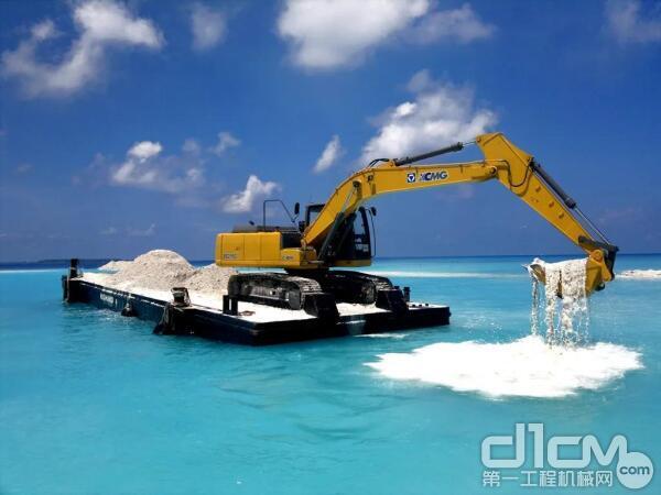 XE215C挖掘机马尔代夫施工