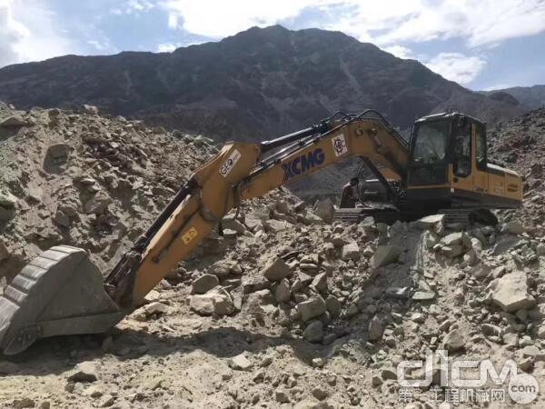 XE215C挖掘机巴基斯坦山地施工