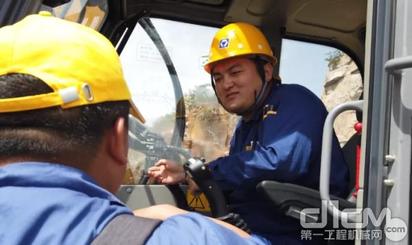 ET120步履式挖掘机驾驶员张旭