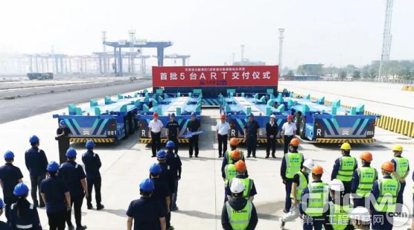 徐工首批无人驾驶水平运输机器人交付天津港