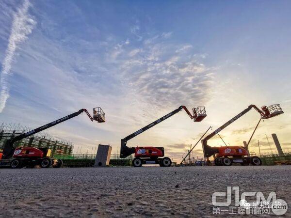 图为星邦智能批量曲臂式高空作业平台助力西部煤化工基地建设