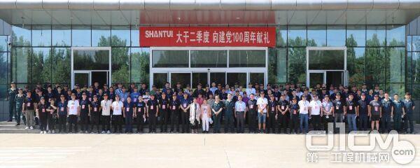 山推客户工厂行暨SR26M—C6压路机品鉴体验活动