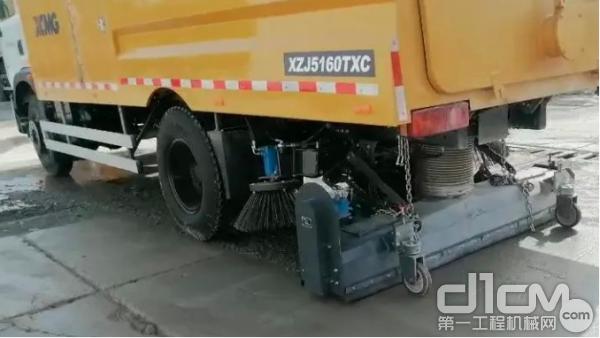 徐工XLQ705吸尘车