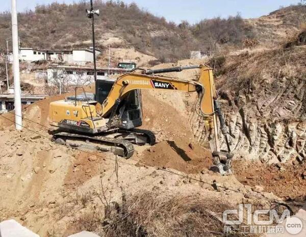 三一SY135挖掘机