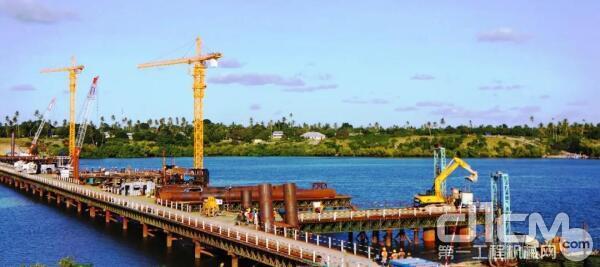 中联重科塔机2012年助建坦桑尼亚基甘博尼大桥