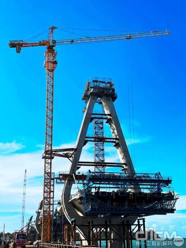 中联重科塔机塔机助建坦桑尼亚新塞兰德大桥