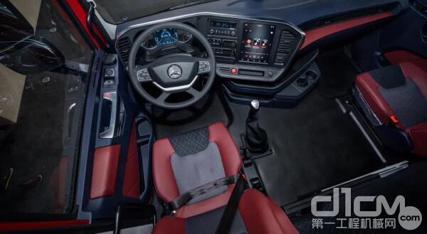 驾驶室将舒适、贴心做到极致