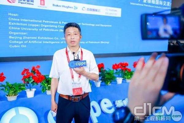 山河智能油气管道装备事业部总经理林宏武接受媒体采访