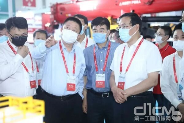 中石化董事长、党组书记张玉卓到访三一展位