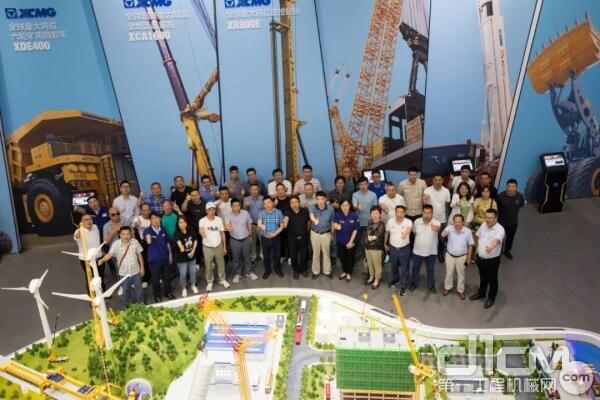 上海建设机械行业协会一行到访徐工塔机