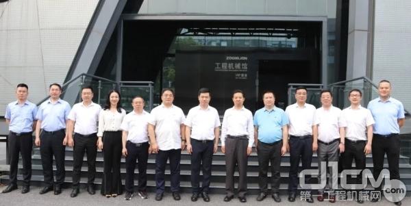中核二四公司领导与中联重科领导合影