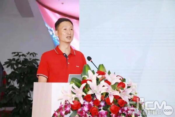 三一泵送服务部部长聂豫湘先生介绍服务方案
