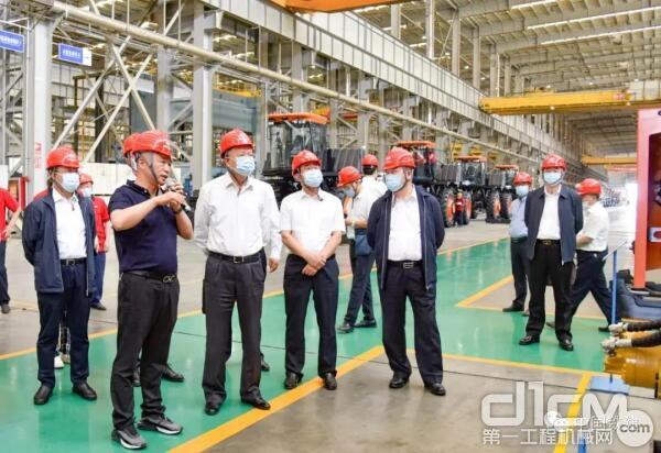 中国铁建党委书记、董事长汪建平一行深入铁建重工新疆公司调研