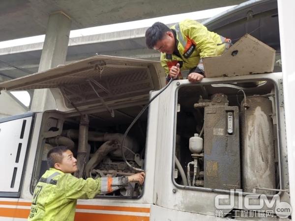 维特根服务工程师为客户检修设备