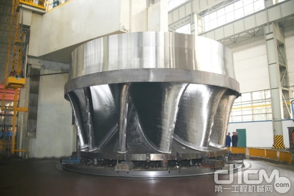 中国第一套国产化三峡700MW水轮机转轮不锈钢铸锻件