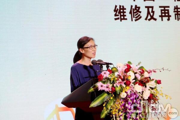 中国工程机械工业协会维修及再制造分会秘书长王倩致辞