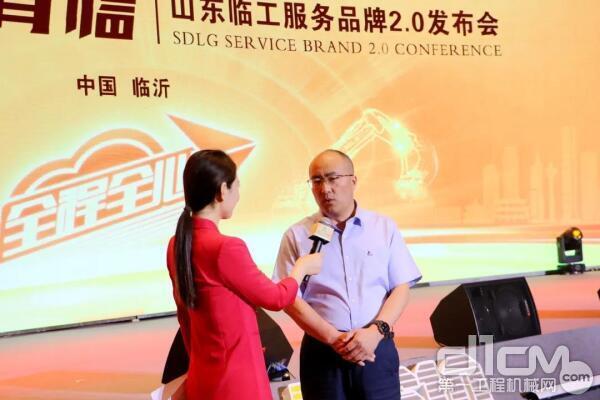 山东临工副总经理、营销公司总经理史生勇接受媒体采访