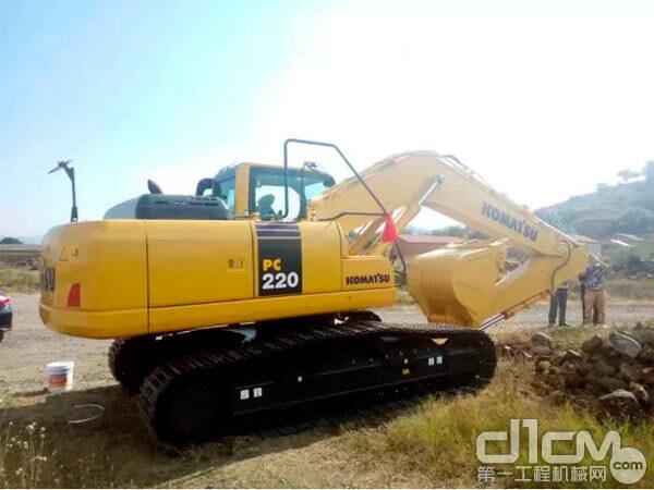 贺银兰的小松PC220挖掘机 图